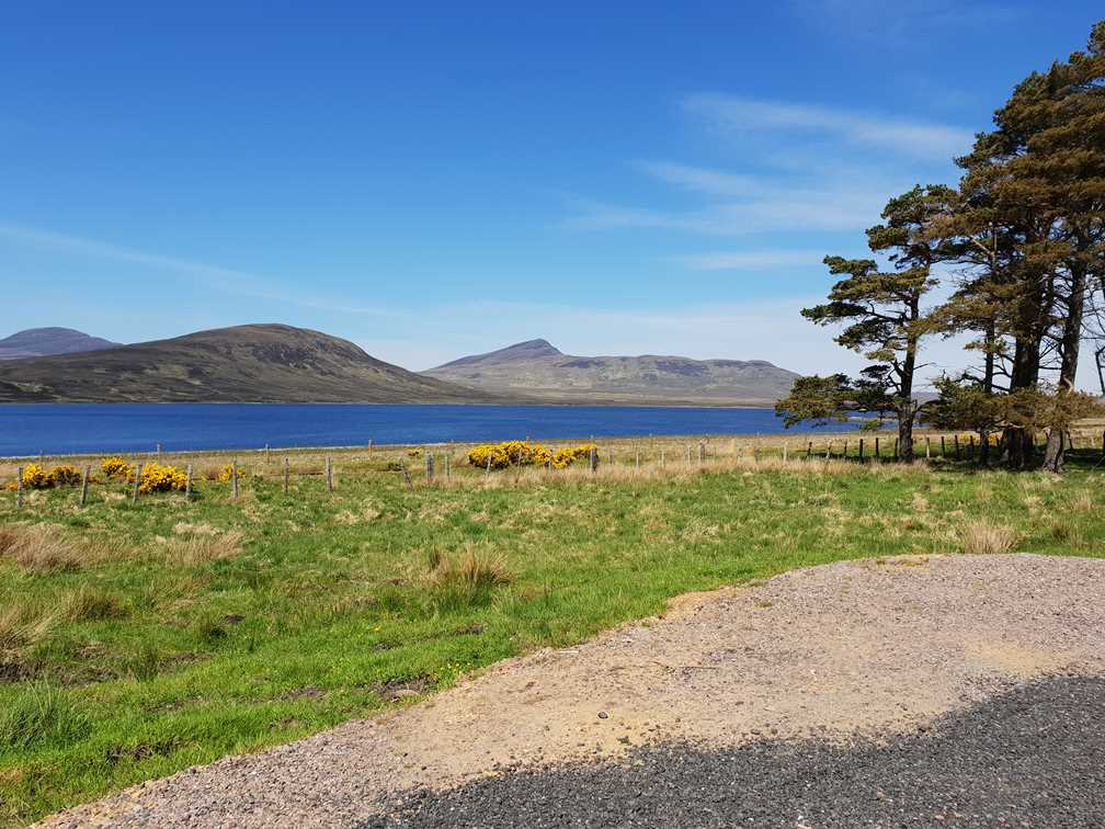 A picturesque road on the way to Thurso