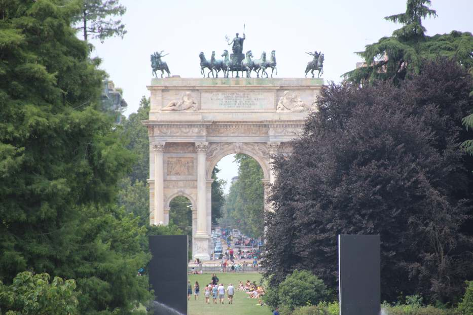 A view of the Arch of Peace from the castle