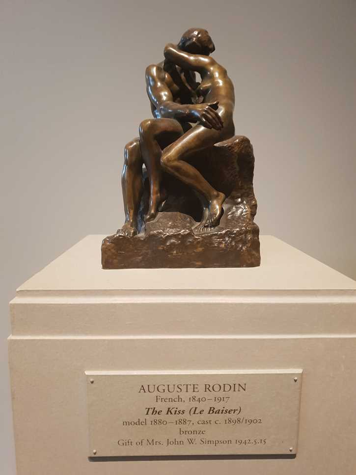 Sculpture of The Kiss in the National Gallery