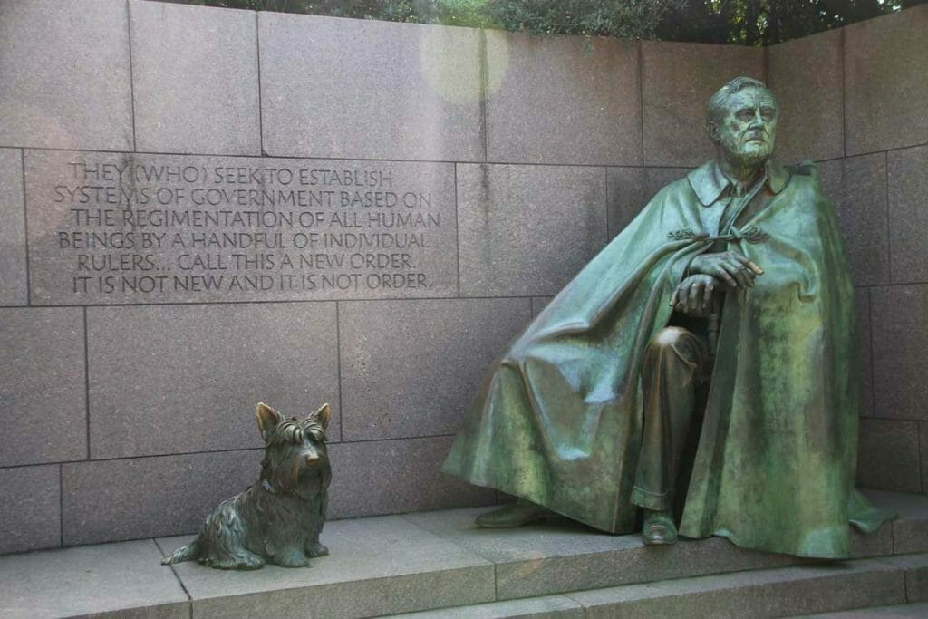 Franklin Roosevelt sculpture