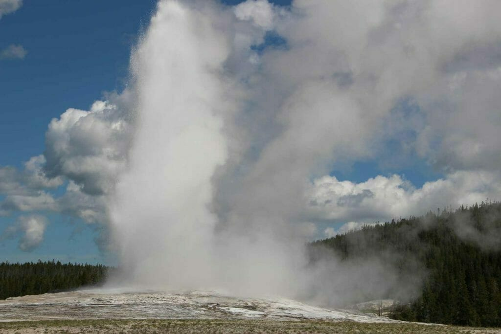 Old Faithful blowing