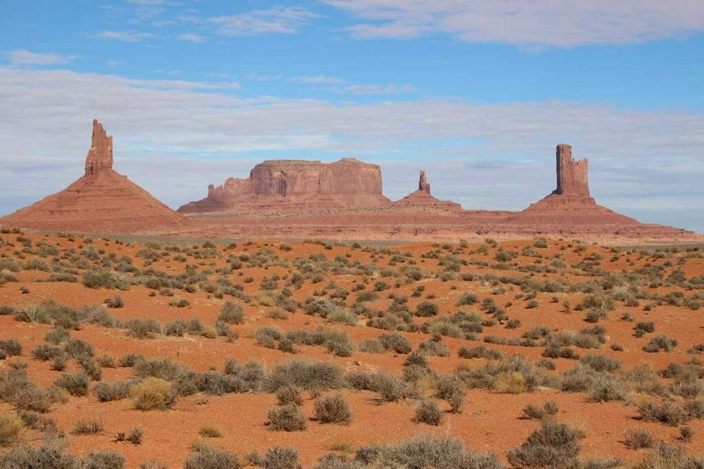 Monument Valley view on one of the most unforgettable hikes in the US